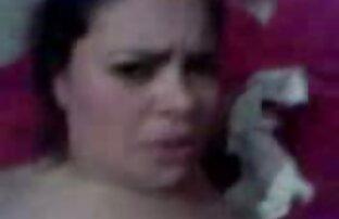 Érett széles maszturbalas video rövidnadrágban, egy kalap szopás után