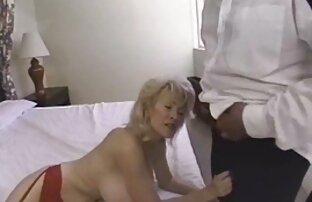 A lány hozzáteszi, kakas a csicsolina film szájába aranyos szex után