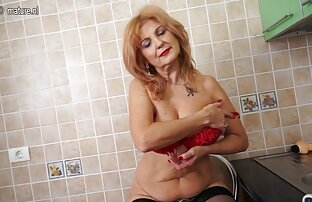 Édes Orosz egy szex video borotvált punci, kalap fürdőszoba