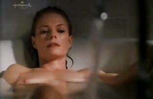 Lány fürdőruha maszturbál szeretkezes video fürdőszoba