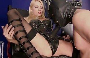 Fekete van kurvás videók egy háziasszony maszturbál a hálószobájában