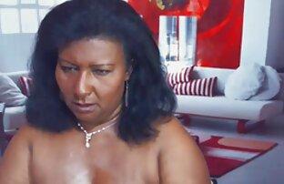 Aranyos porno ingyen video lány sárga fürdőruha, Egy férfi egy házban