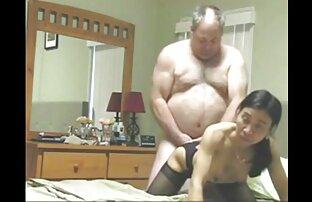 Kövér nő magas sarkú ül a szex videók érett nők fekete dugó